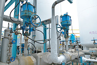 HTS top-guided single-seated control valves can endure the low temperatures of the air separation process. Equipment that controls liquefied oxygen at −190 °C must have high durability at super-low temperatures. Due to the ultralow temperature liquid, part of the piping is covered with frost.