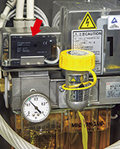 An Azbil Corporation photoelectric sensor monitors oil dropping to the venturi of Azbil TA's mist lubrication unit.