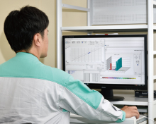 Graphs displayed by the maintenance support system's online control valve diagnosis. Checking the operating status of valves, detecting signs of a problem, and using online or offline valve diagnostic functions can all be done on a PC.