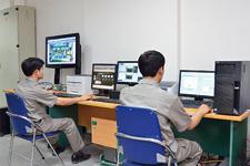 安装有savic-net FX的监控室,在这里可以集中监控设施内的各种设备。