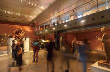 人数众多的入口大厅/陈列室也保持着舒适的室内环境。