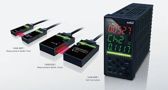 高精度边缘检测传感器的外观(左:投光部和受光部宽为7㎜传感器检测头、中间:投光部和受光部宽为15㎜传感器检测头、右:控制器)