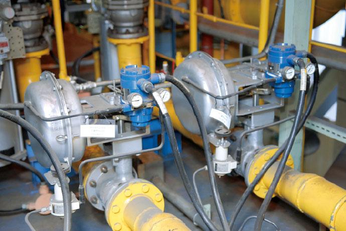 燃焼プロセスで使用されている調節弁とValstaff対応のポジショナ