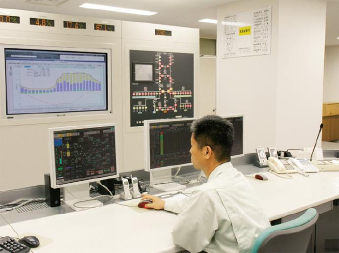 さまざまなデータが集約される中央監視室