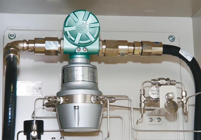 HGC303 ガス事業法対応の発熱量測定ガスクロマトグラフHGC303。熱量補正を行った処理ガスの熱量を5分周期で計測することに加え、ガスの組成も分析することができる