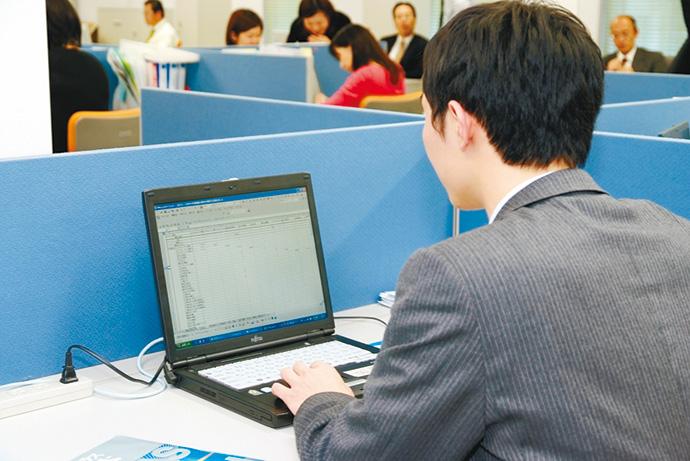 最適化システムは、使い慣れた表計算ソフトを用い簡単に入力できる。試算結果はビジュアル化して表示され、誰が見ても分かりやすいように工夫されている