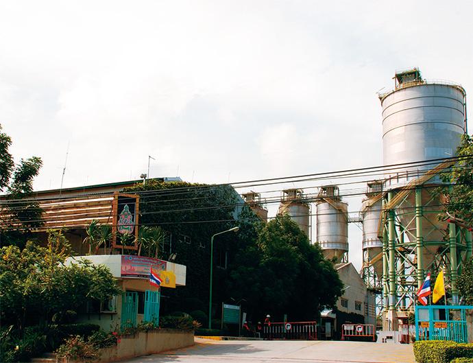 SMPCのPTA製造プラント。<br />年間生産量144万トンを誇る。