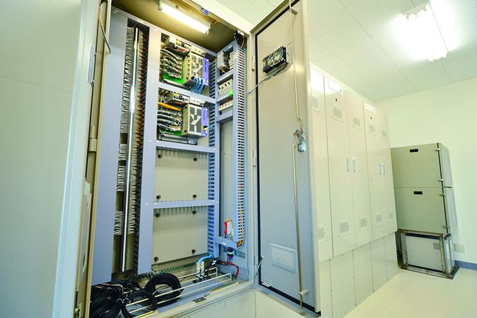 各種製造装置からの情報の収集、制御を行うためのフィールドコントローラHarmonas-FLeX。
