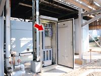 コンプレッサのある現場に設置されているコントローラ。Harmonasと連動し、製造現場への供給圧力をモニタリングしながら、コンプレッサの台数制御を行う。