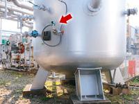 製造現場へ圧縮空気を送るためのクッションタンクに取り付けられた圧力センサBravolight™。必要な送出圧力になっているか常にチェックしている。