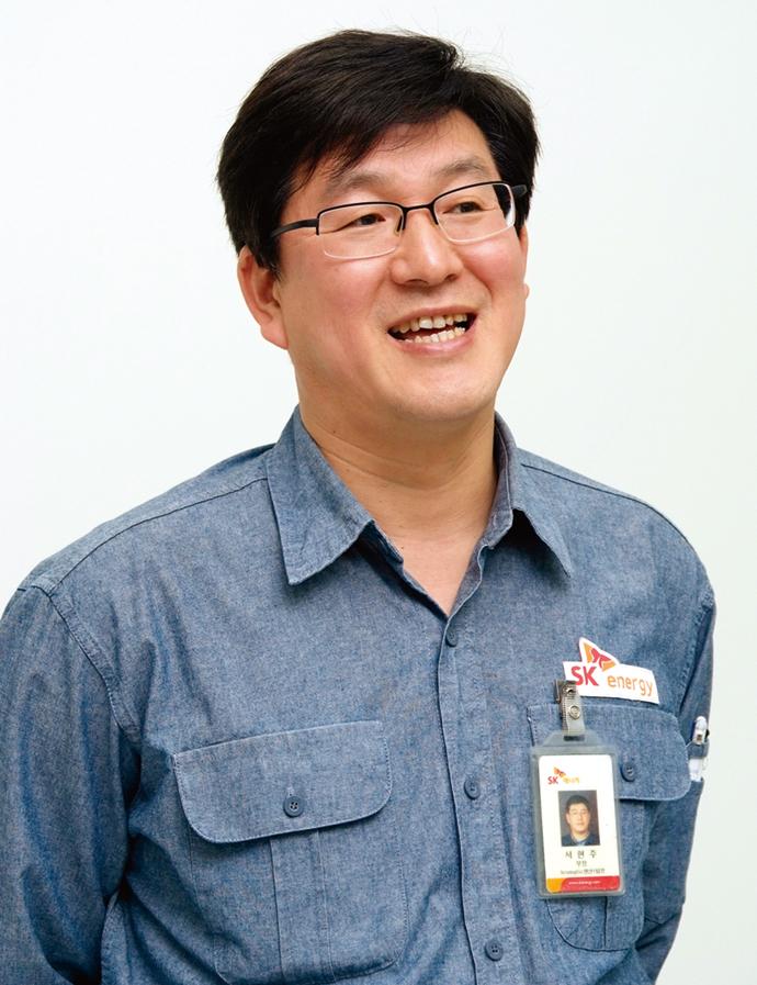第1アロマティクス製造チーム 部長 Seo Hyun Joo氏。「グレーの背景色で構築された監視・制御画面は、視認性にも非常に優れ、高齢のオペレータの目にも優しいのが特長。現場オペレータからも好評です」(Joo氏)
