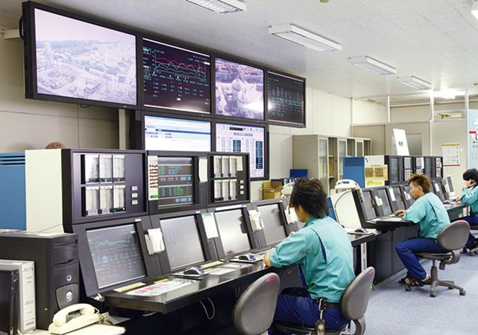 多変数モデル予測制御で予測した結果を新世代プラント・オートメーション・システム Advanced-PS™APS5000の運転に反映して最適運用を実施する。