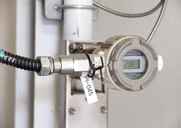 塩素ガスの圧力を計測する差圧/圧力発信器DSTJ™3000。