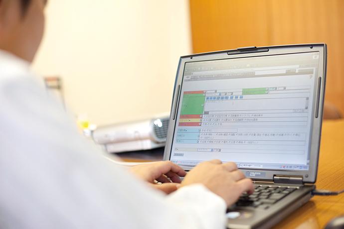 姫路製造所内には計300台のPCが設置されているが、そのいずれからでもOKBにアクセスが可能。運転情報のユビキタス化が実現されている。