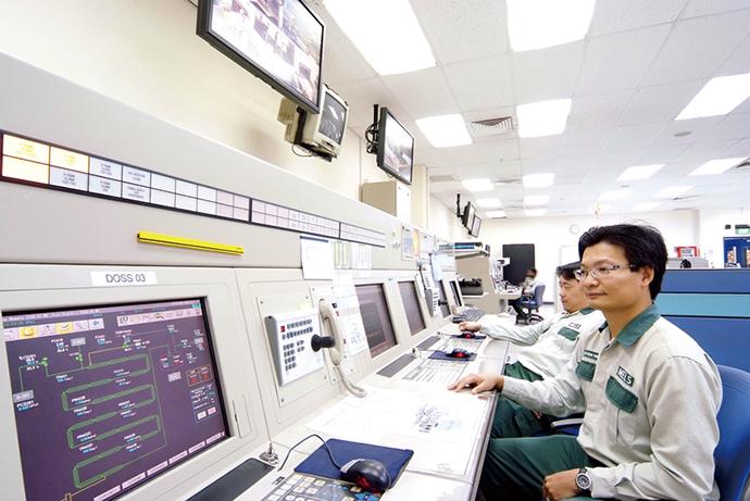 第1プラント、第2プラントを集中監視する中央制御室に設置されたHarmonas-DEO。