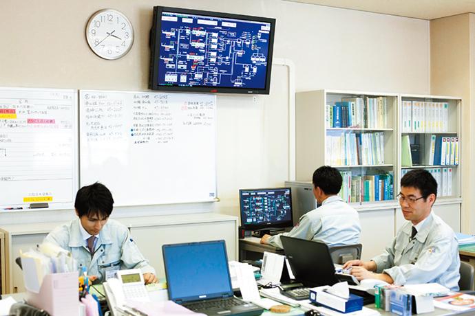 事務所にもHarmonasの端末が置かれ、多くの人の目で監視・制御が行えるようになっている。
