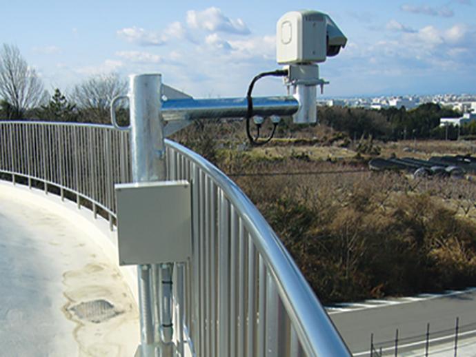 尾張東部浄水場に設置された広域送水監視制御システムのセンター局サーバー。各地に分散している浄水場や調整池、供給点などで計測した水量、水圧、水質などの情報を収集し、管理を行う。