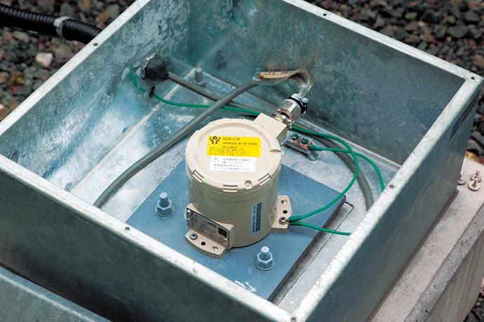 大牟田工場のLNGプラント内にも設置されており、中央監視室にある地震センサ表示器で地震発生の状況が確認できる。