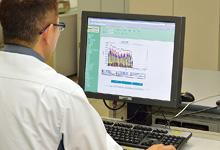 使用したエネルギーを系統ごとに色分けし見ることができるEneSCOPEの画面。イントラネット経由で誰もが自席のパソコンから自由に閲覧できるようになっている。