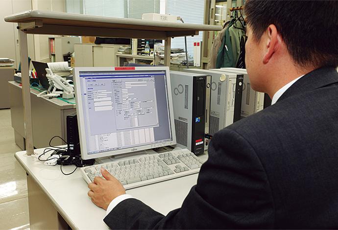 大多喜ガス本社オフィスに設置されたロードサーベイ・検針システムのセンター側パソコン。