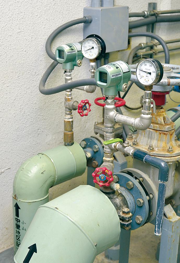 配湯にかかわる配管の圧力を計測するセンサにはアズビルの圧力センサ Bravolight™(ブラボライト)が用いられている。