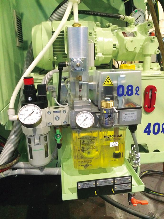 マシニングセンタに実装されているセミドライCPL霧化装置。