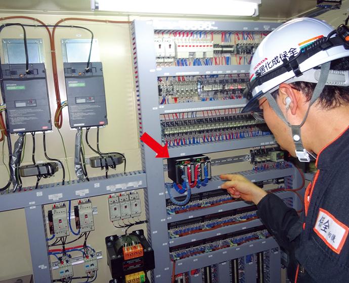 改正JISに準拠したプロセスがプログラミングされており燃焼安全制御を行うバーナコントローラ RXシリーズ。