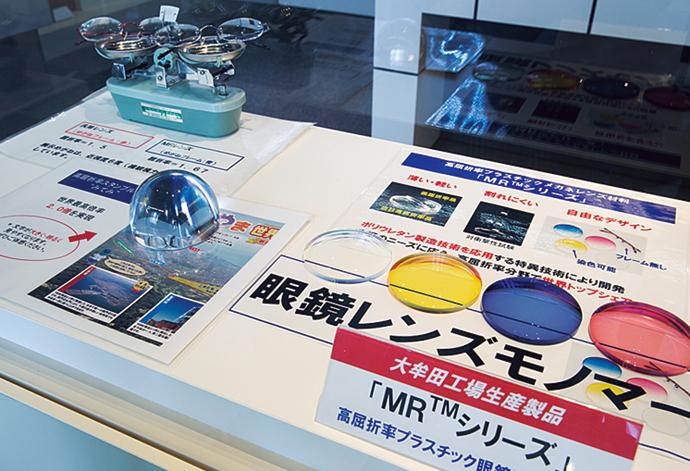 三井化学 大牟田工場では、高屈折率プラスチック眼鏡レンズモノマーを生産している。