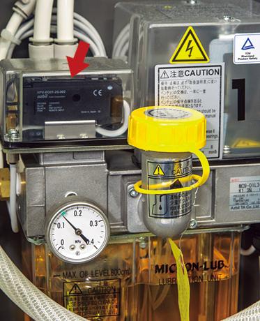 ミクロンルブ潤滑装置 ベンチュリ部への油の滴下を監視するアズビル株式会社の光電センサ。そのほかにも油量不足検出など、ミクロンルブ異常として警報を上げることができる。