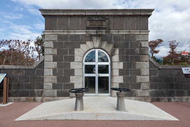 創設時の施設の一つである旧床几山(しょうぎさん)配水池は、登録有形文化財に指定されている。
