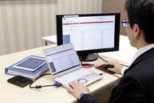 本社からクラウド上のMasterControl™にアクセス。情報はクラウド上に集約されているため、国内・海外を問わず、工場などの拠点が増える場合も導入が比較的容易に行える。