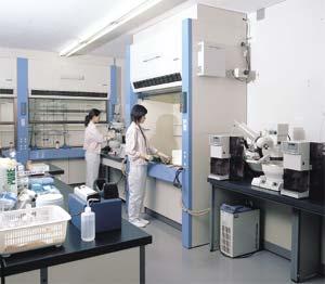 研究室での実験風景