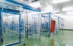 バリアシステムの中に、バイオバブルを設置した二重バリアによる飼育管理を行っている
