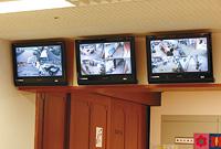 1階事務所に設置されたITVシステム。入居者に異変が起こった際には、ITVで記録した画像データを確認することで状況を詳しく把握することができる。さらに1階事務所内に設置されているので職員の目が施設内に行き届く。