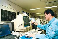 防災センターに設置された建物管理システムsavic-net™20は、15年間休むことなく活躍している。