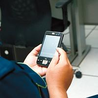 現場で発生した警報は、savic-net FXから電子メールで携帯電話やPDAに送信される。ビル管理責任者や監視要員は、どこにいてもリアルタイムでビルの状態を確認できる。