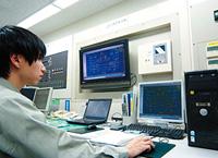 中央監視室にBEMSとして導入されているsavic-net EV。エネルギー使用動向の見える化を実現。