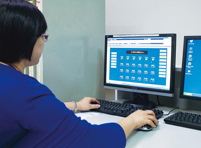 中央監視室にBEMSとして導入されているsavic-net FX。