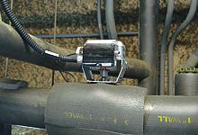 空調機の冷水コイル配管に導入された流量計測制御機能付電動二方弁ACTIVAL。制御弁、流量計、圧力計、温度計の4つの機能をオールインワンで持っているため、流量計測制御機能を実現する際に大きなコストダウンが可能。