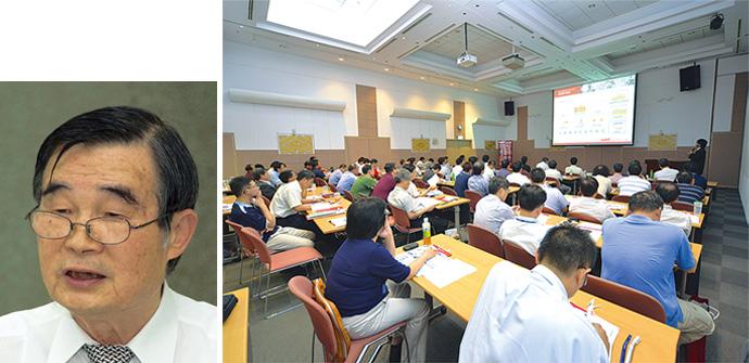 2012年7月26日に国立交通大学において、中華民國能源技術服務商業同業公會(略称:ESCO公會)およびアズビル台湾の共催により開催されたESCO成功事例セミナーの模様。あいさつに立ったESCO公會 理事長 陳 輝俊氏(写真左)は「台湾でのESCO事業の省エネパフォーマンスの計算は国際標準IPMVPに基づき推進しています。ESCO公會としても、国に対して事業の助成にかかわる法整備などに向けた進言を積極的に行うとともに、アズビルの省エネルギーに関するノウハウの協力も得ながら、こうした啓蒙の場もどんどん設けていきたいと考えています」と語りました。