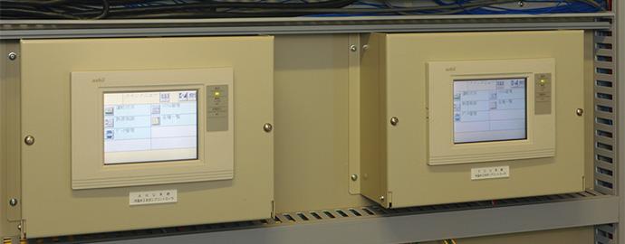 熱源管理用デジタルコントローラ PARAMATRIX™4。負荷側の需要に合わせてヒートポンプチラー、冷水/温水ポンプの台数制御を行う。