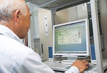 警備員室に設置されているsavic-net FXmini。警報が発生した場合は、自動的にアズビルのBOSSセンターに通知される。