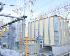 オーバーフロー水の浄化設備。洗浄槽からオーバーフローした温水は凝縮沈殿槽、pH調整、砂ろ過などの設備を経由して再び洗浄槽に戻される。