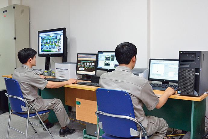 監視室に設置されたsavic-net FX。施設内の各種設備の監視がここで一元的に行えるようになっている。