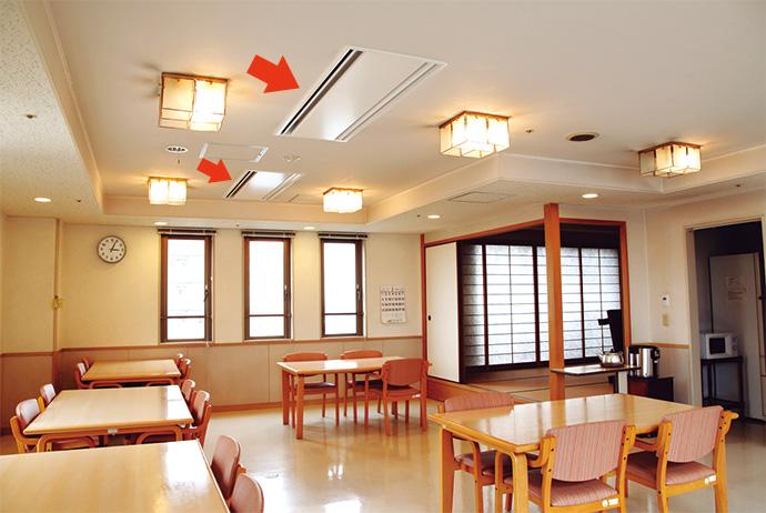 館内の居室や廊下の天井に埋め込み設置されたファンコイルユニット。本館内の160台を更新した。
