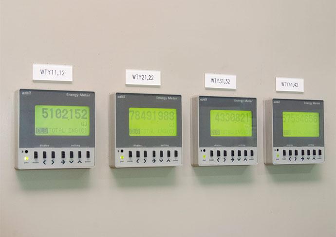 冷凍機4台の稼働状況監視に用いられている熱量計。
