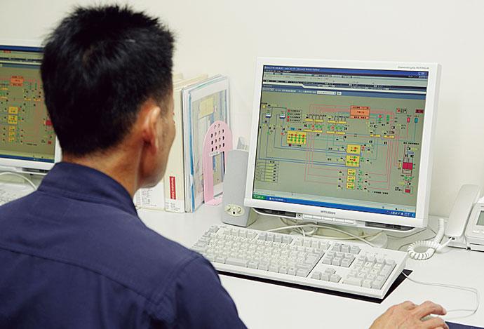 中央監視室に設置されたsavic-net FXのモニタ画面。