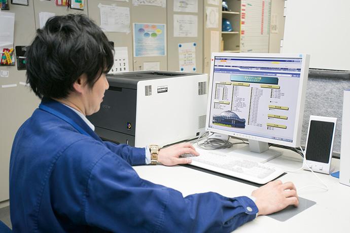 防災センターに中央監視装置として設置されているsavic-net FX2