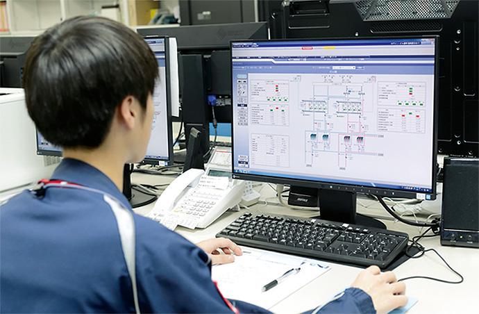 防災センターに設置されているsavic-net FX2。系統立てて構成された画面は、視認性も高く、必要な情報に直感的な操作でたどり着ける。