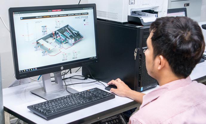 中央監視室に設置されたsavic-net G5の監視画面。グラフィカルで使いやすいユーザーインターフェースで、知りたい情報に素早くアクセスできる